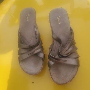 Bass platform sandals